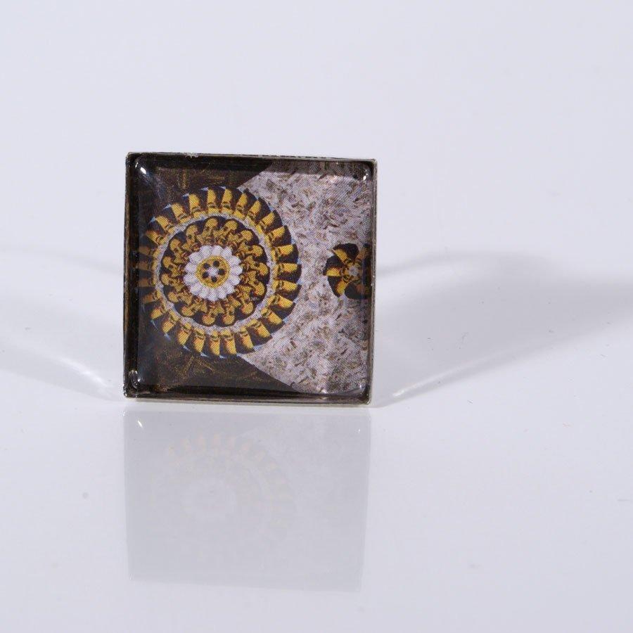 Upcycling Ring, Cabochon, Eckig, quadratisch, Mandala, Erdtoene, Braun, Mao, Herbstfarben, Kunstdruck, Druckgrafik, Hippie, Boho, Street Chic, Statement Ring