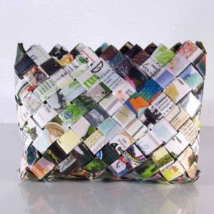 Papieretui, Papiertasche, Paperbag, Tasche aus geflochtenen Papierstreifen, extravagante Papiertasche mit Klettverschluss