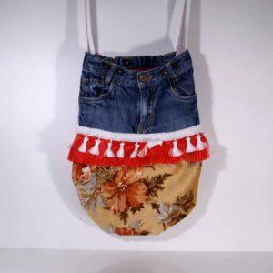 Upcycling Tasche aus alten Kinderjeans, kleine Jeanstasche, Bohotasche aus Jeans, Tasche aus Jeans und Samt, Unikat, Upcycling, Hippietasche mit Troddeln